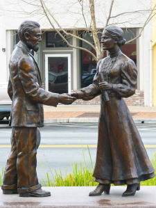 Gilroy Couple Statue